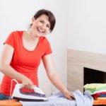 Ergonomische Haltung auch beim Bügeln wichtig